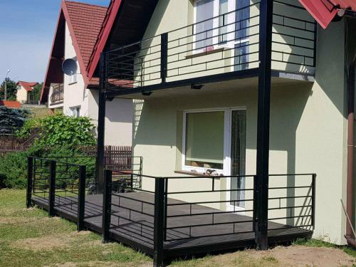 Balkon ze stali na Mazurach