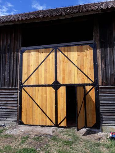 Wierzeje do stodoły na Mazurach