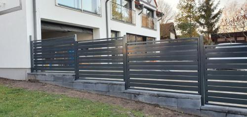 Ogrodzenie metalowe czarne Węgorzewo