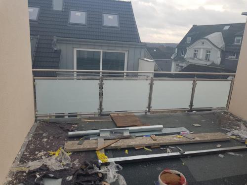 balustrada-ze-stali-nierdzewnej-i-szkła