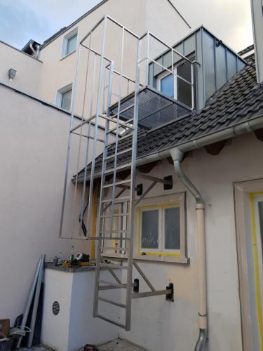 schody-pożarowe-ze-stali-nierdzewnej